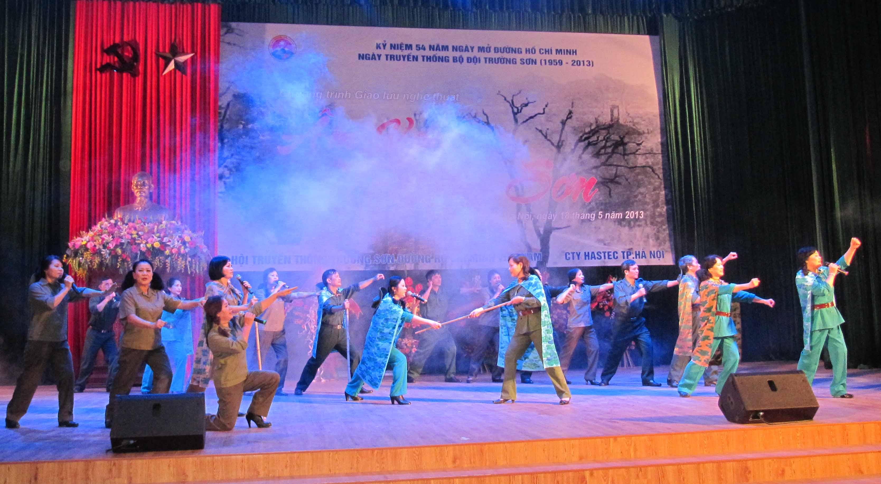 Kỷ niệm 54 năm ngày mở đường Hồ Chí Minh với chương trình Âm vang Trường Sơn. Ảnh Phạm Thành Long