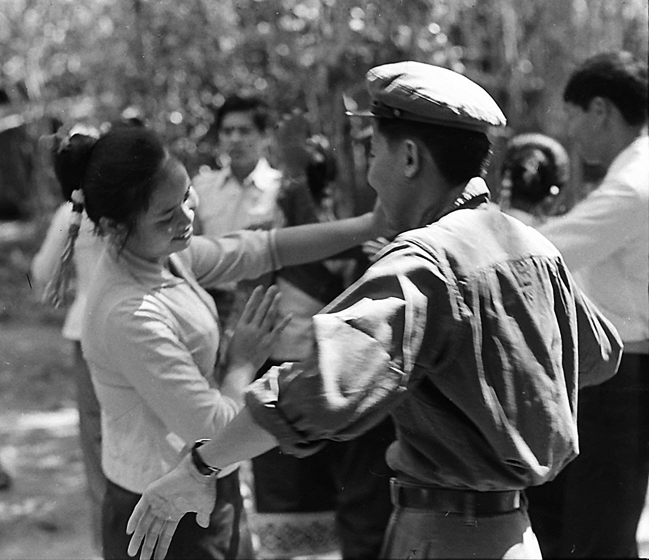 Tình hữu nghị Việt Lào trên Trường Sơn.