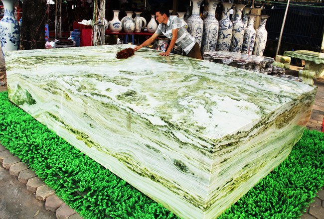 Đấu thắng tỷ phú Trung Quốc, đại gia Việt mua khối ngọc 5 tấn lớn nhất châu Á