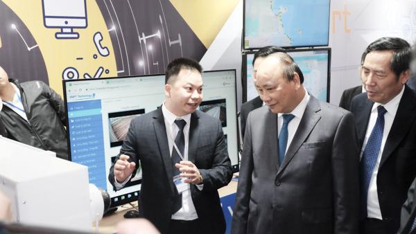 """Thủ tướng Nguyễn Xuân Phúc: """"Việt Nam phải phát triển công nghiệp ICT, tăng 15 bậc về CPĐT"""""""