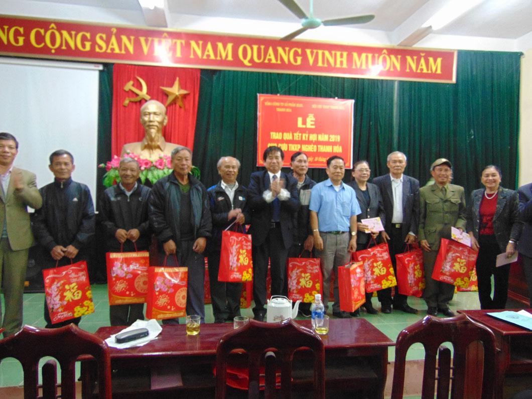 Hội cựu TNXP Thanh Hoá trao quà Tết cho cựu TNXP nghèo