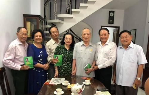 """""""Nỗi niềm những CCB Trường Sơn trên Thành phố mang tên Bác"""" - TG: Hoàng Kiền"""