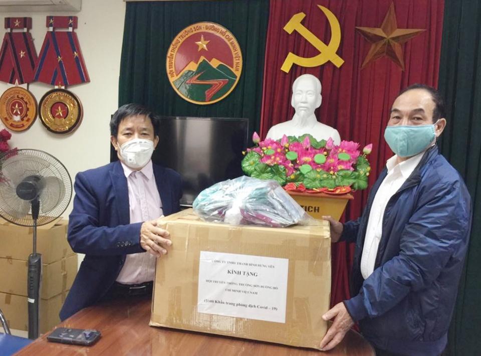 Cty Thanh Bình Hưng Yên tặng khẩu trang TW Hội
