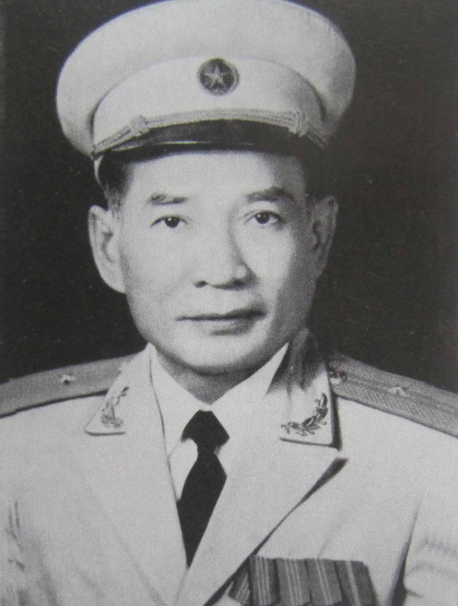 Tiểu sử và tóm tắt thành tích Anh hùng LLVTND Thiếu tướng Võ Bẩm, nguyên Đoàn trưởng 559