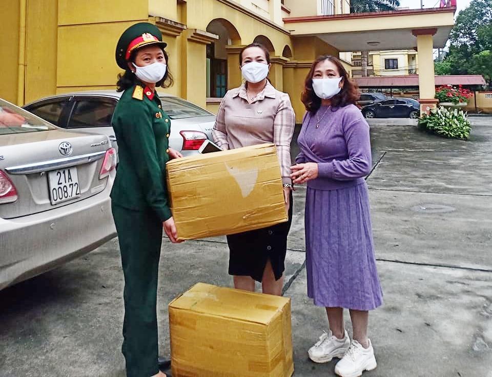 Hội Nữ CSTS và CLB Nghệ thuật Trường Sơn tỉnh Yên Bái tặng khẩu trang phòng chống dịch Covid-19