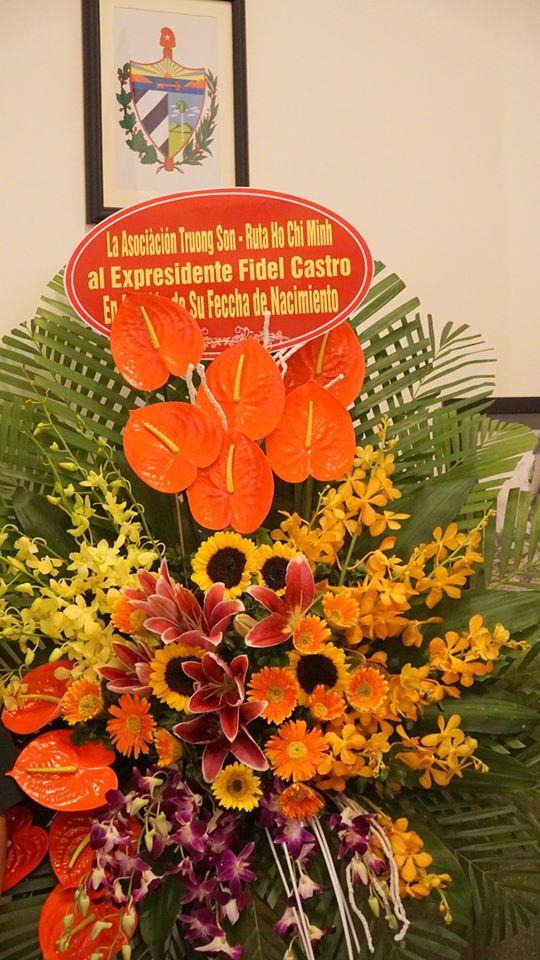 Hôi Trường Sơn thăm ĐSQ Cu Ba nhân ngày sinh của Fidel Castro.