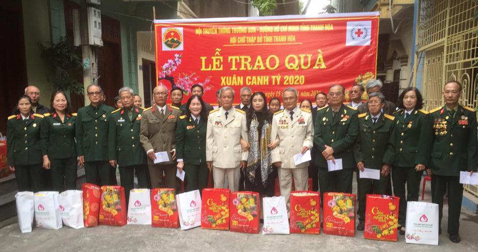 Thanh Hóa trao quà Xuân canh tý 2020