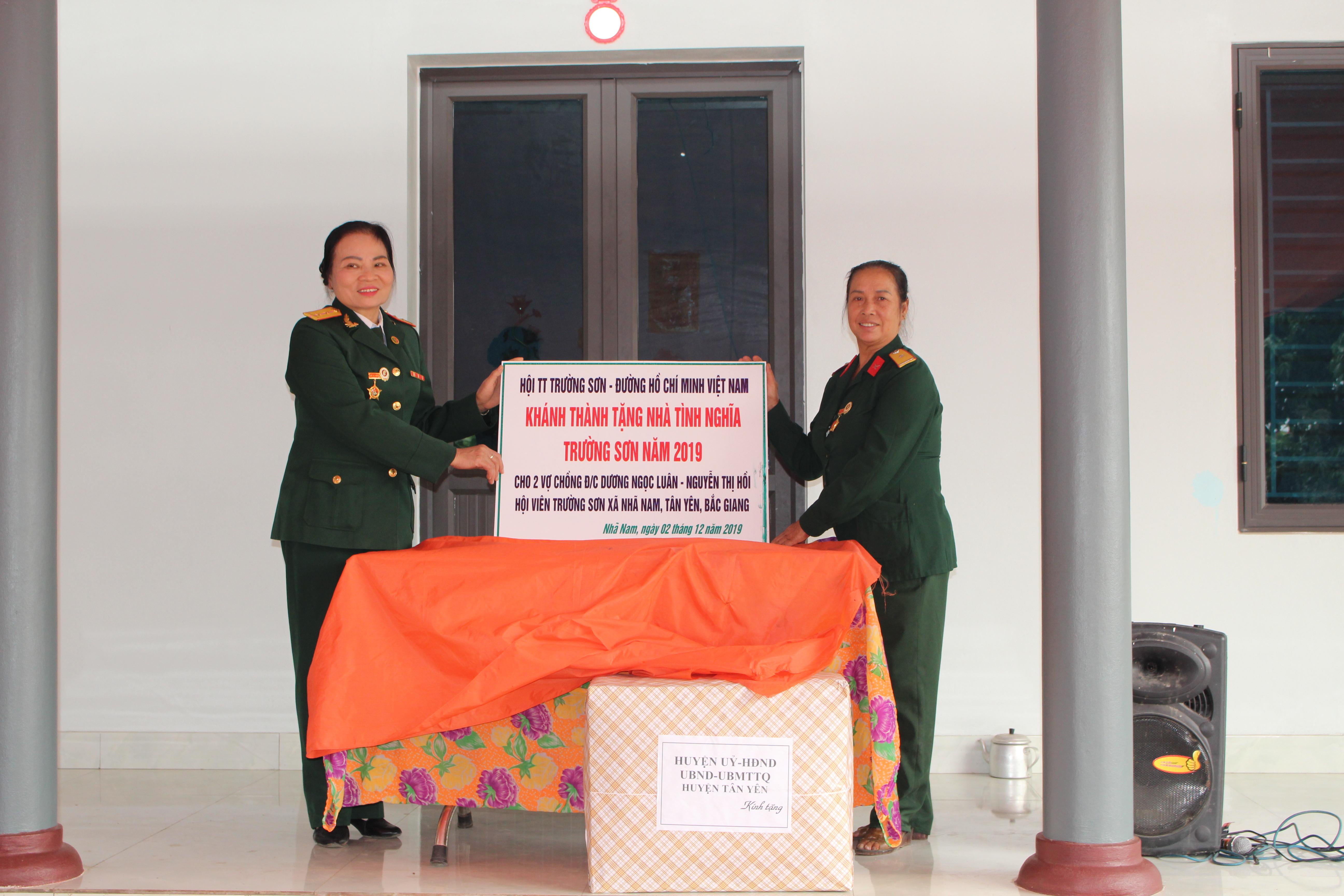 Khánh thành và bàn giao Nhà Nghĩa Tình Trường Sơn cho vợ chồng hội viên Trường Sơn xã Nhã Nam, huyên Tân Yên , tỉnh Bắc Giang