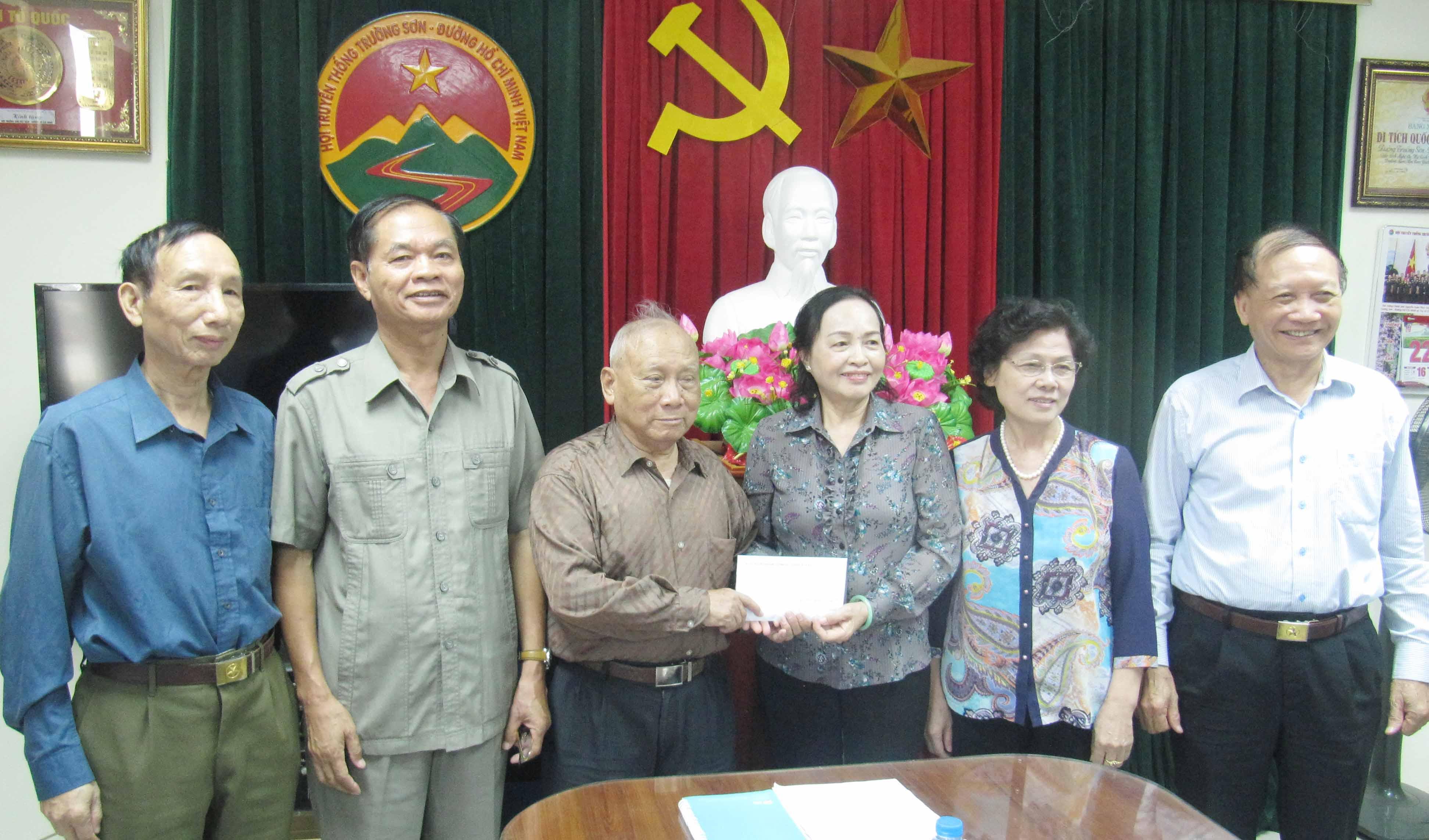 Hội TS Hà Nội ủng hộ nhắn tin