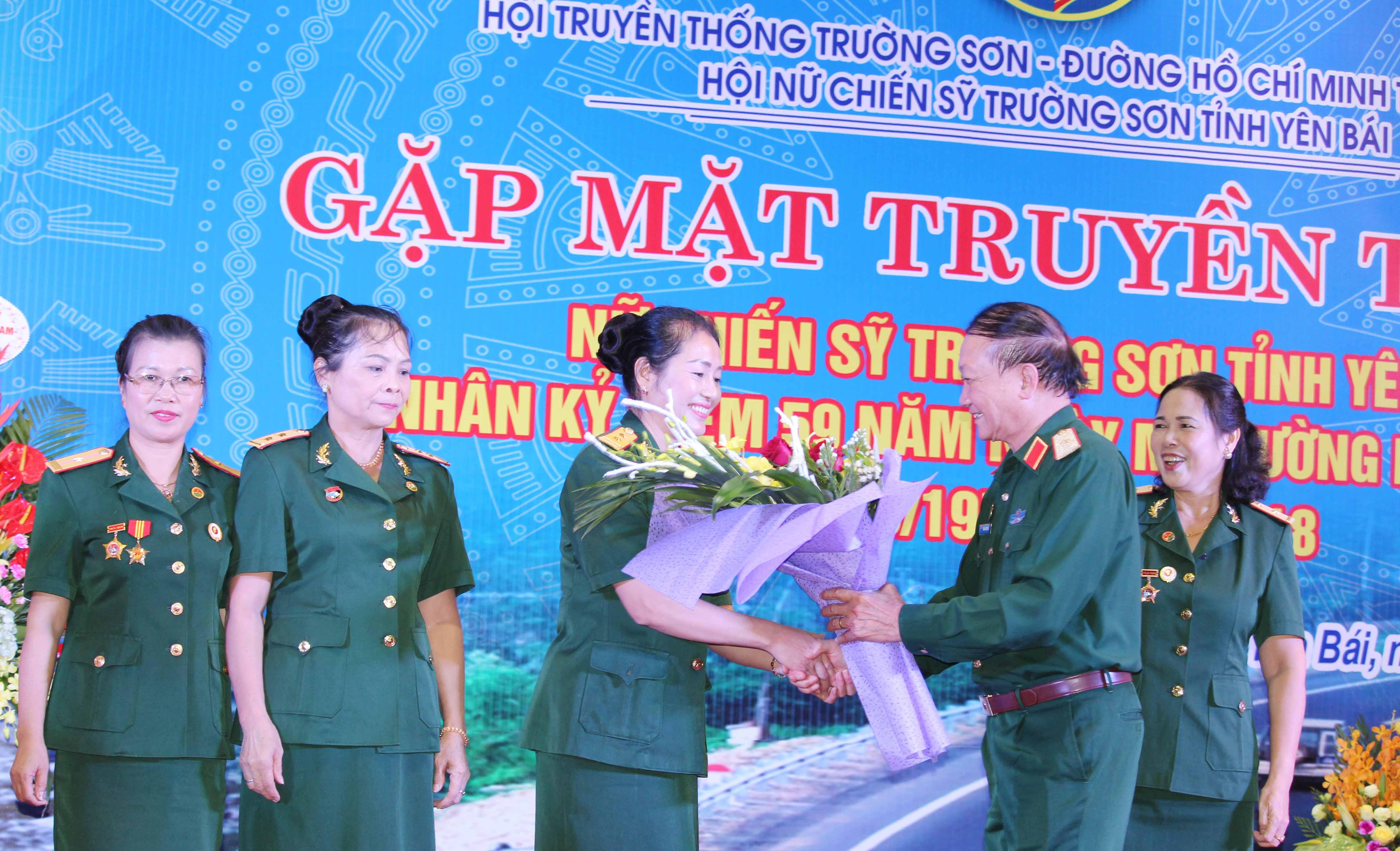 Hội Nữ CSTS Yên Bái gặp mặt truyền thống.