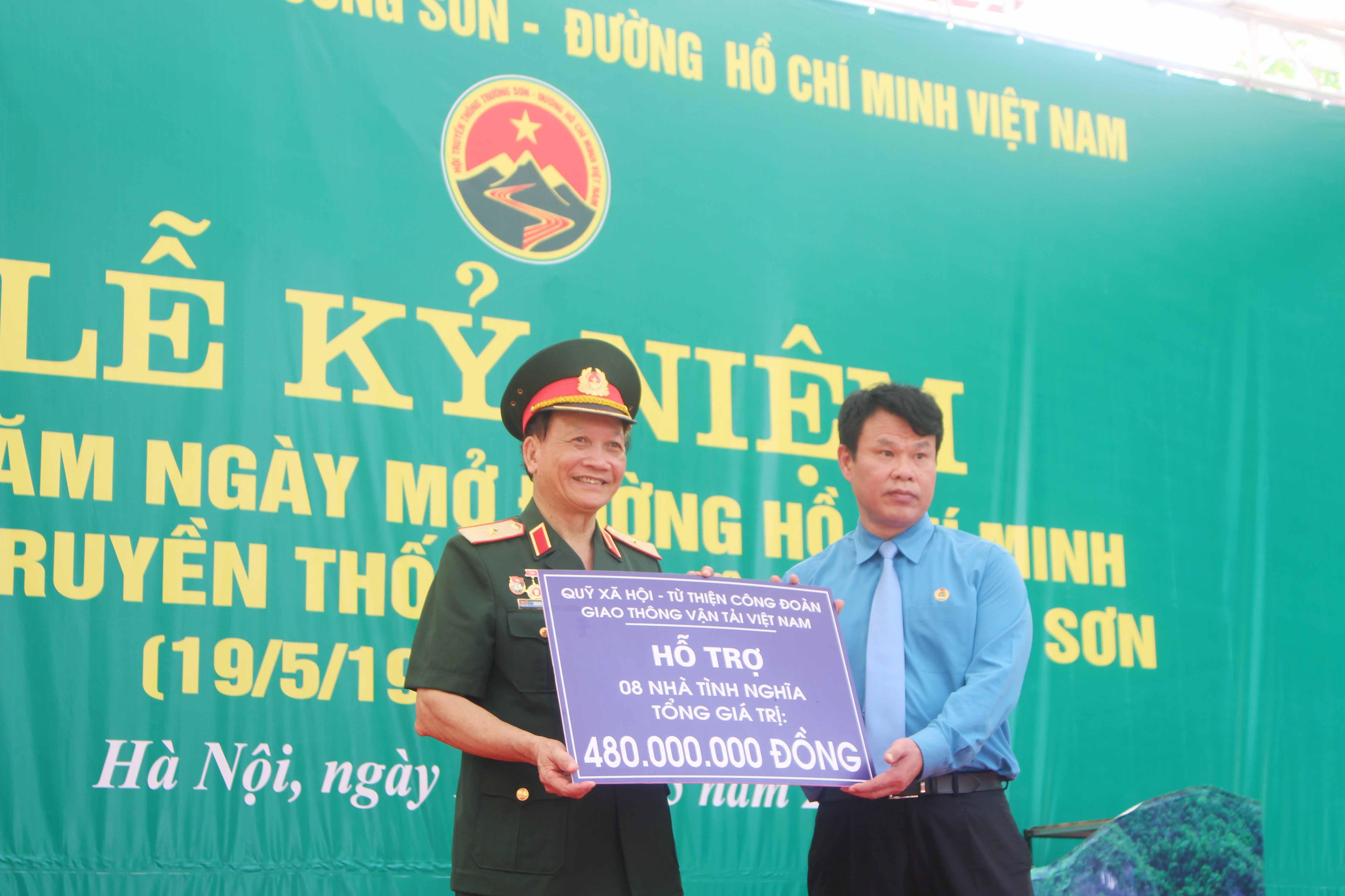 Phóng sự ảnh Lê kỷ niệm 60 năm Ngày mở đường Hồ Chí Minh-Ngày truyền thống Bô đội Trường Sơn