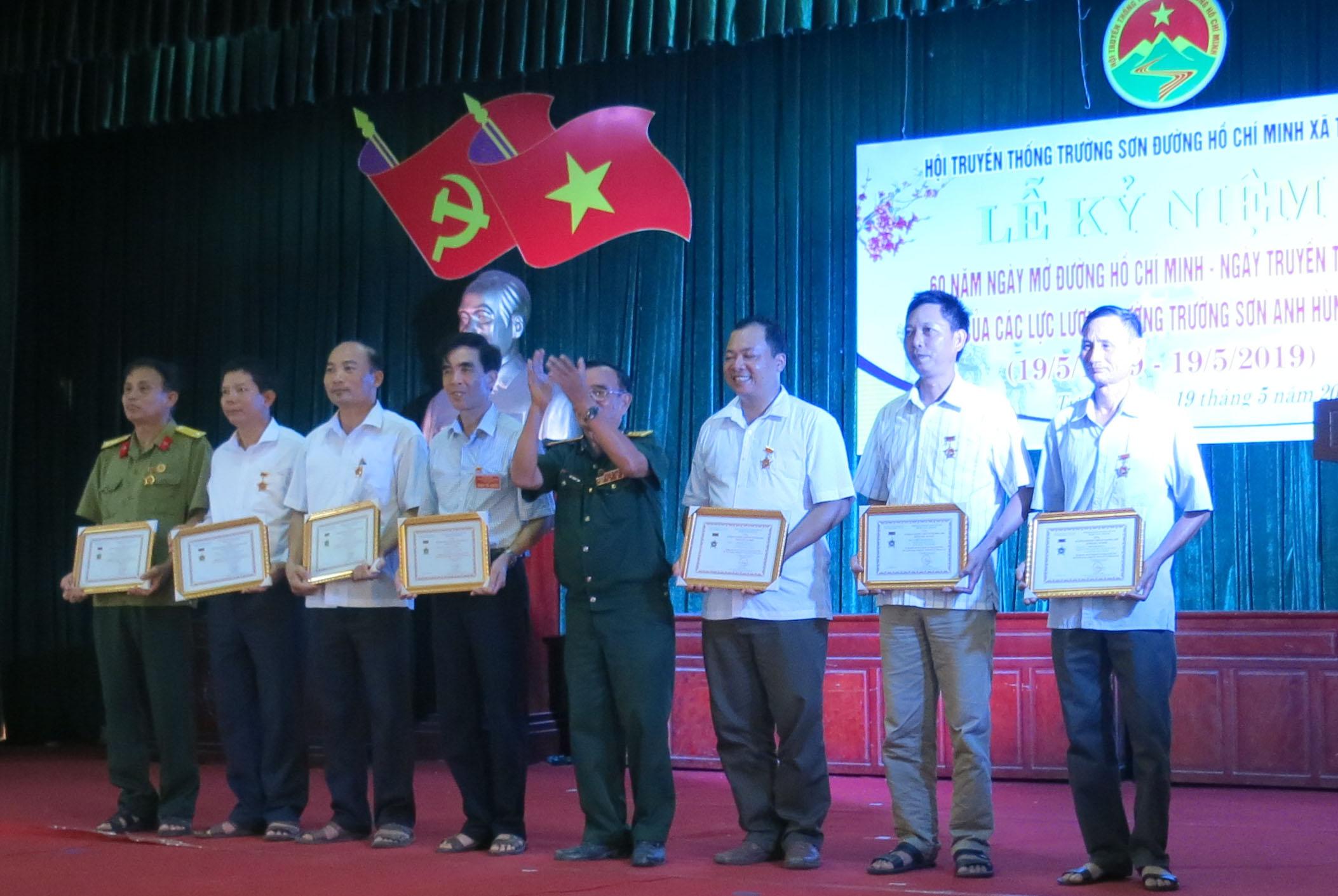 Hội Trường Sơn xã Tự Tân- Vũ Thư – Thái Bình Kỷ niệm 60 năm ngày mở đường Trường Sơn.